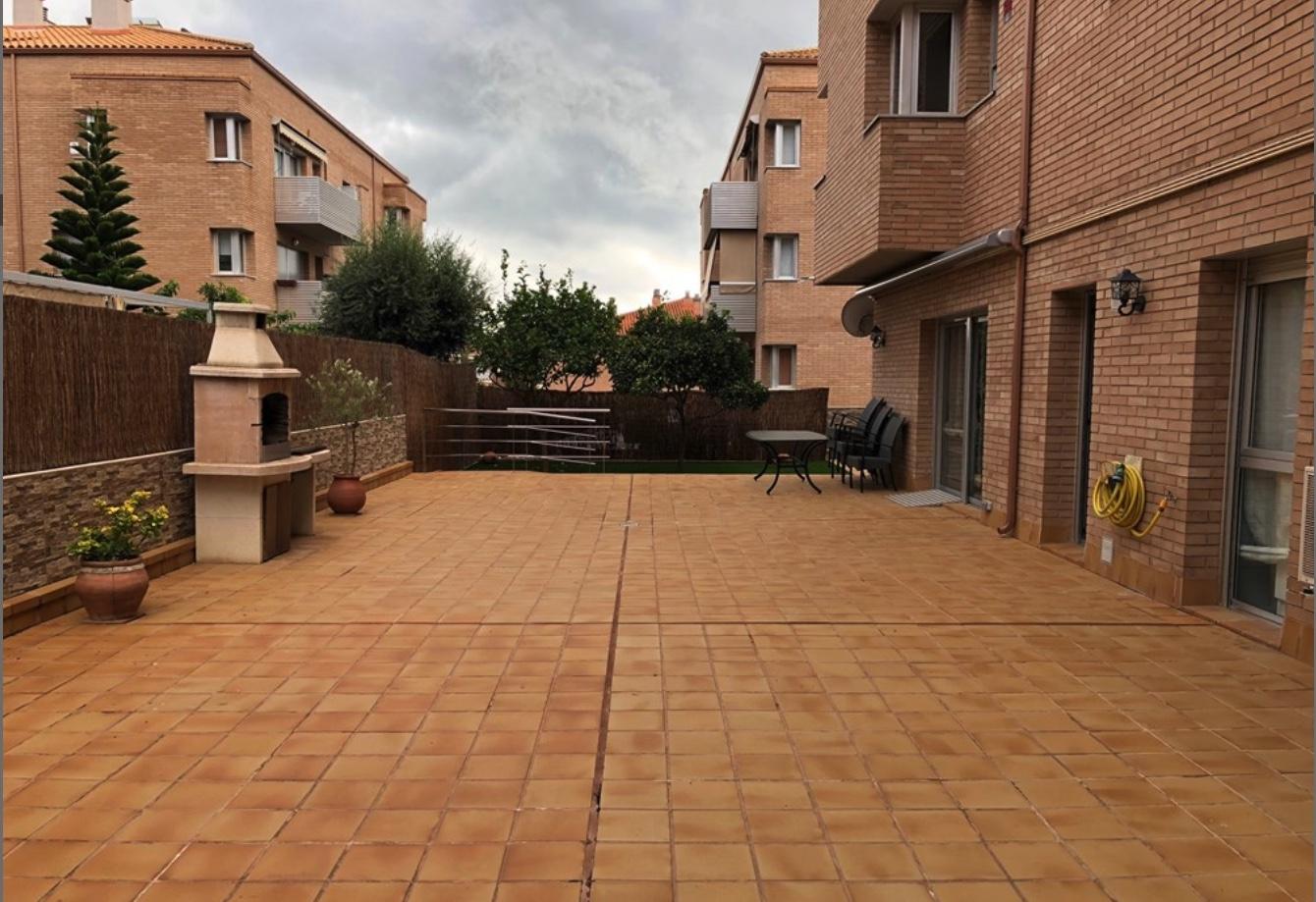 piso con terraza