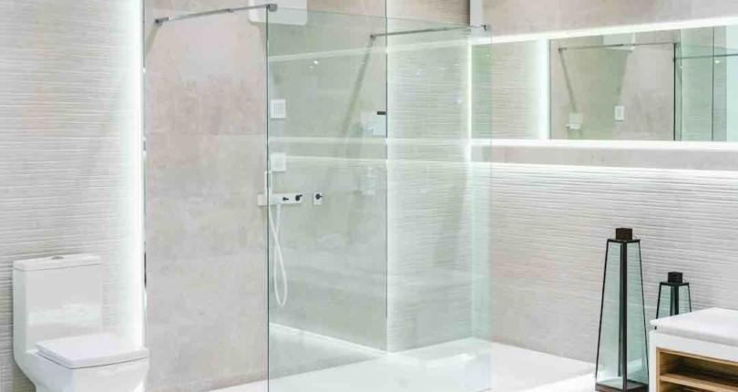 ¿Cómo hacer que tu baño parezca más amplio?
